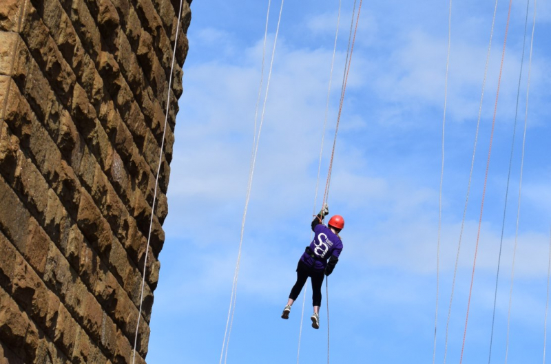 Supporter abseiling